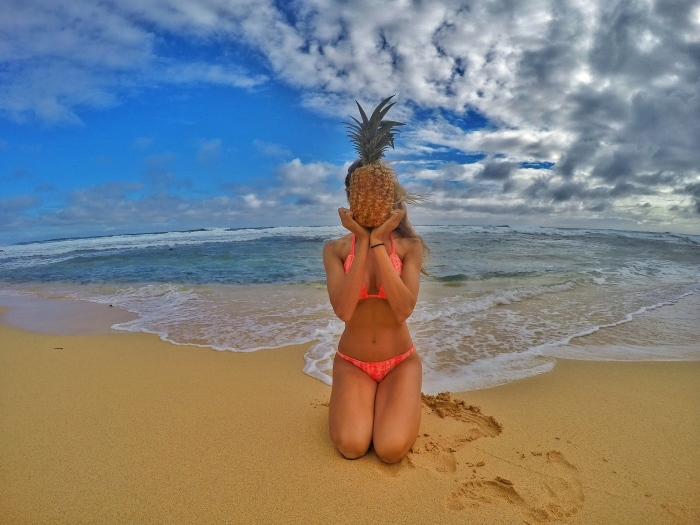 Take photos with a pineapple, because HAWAII!